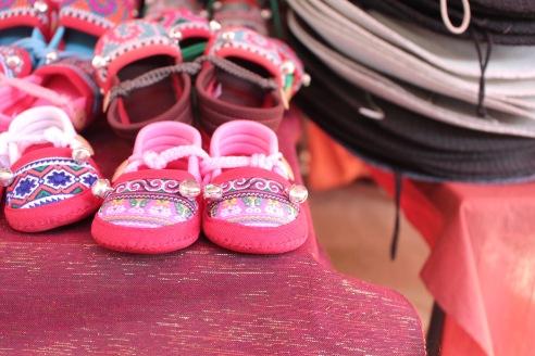 Petites chaussures du village Hmong